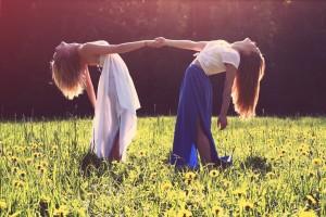 girls-926784_1920